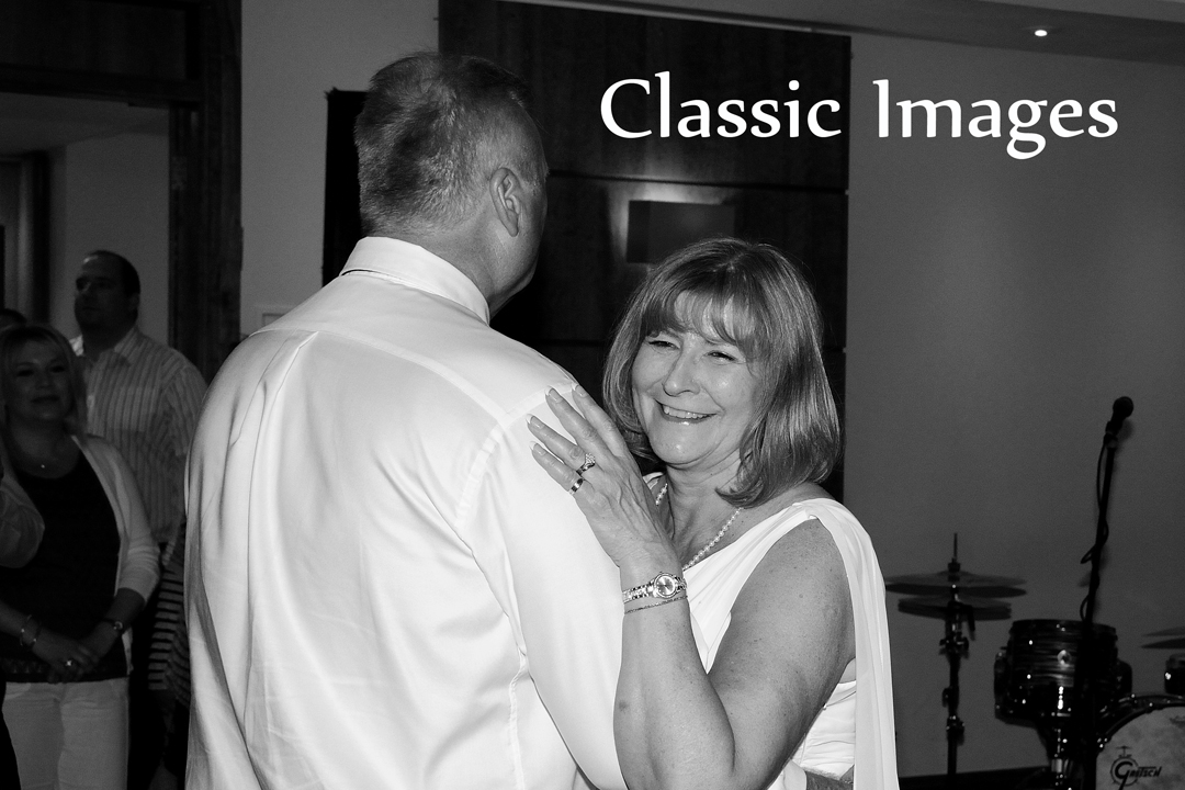 17-classic-images-wedding-photography-shepperton-holiday-inn