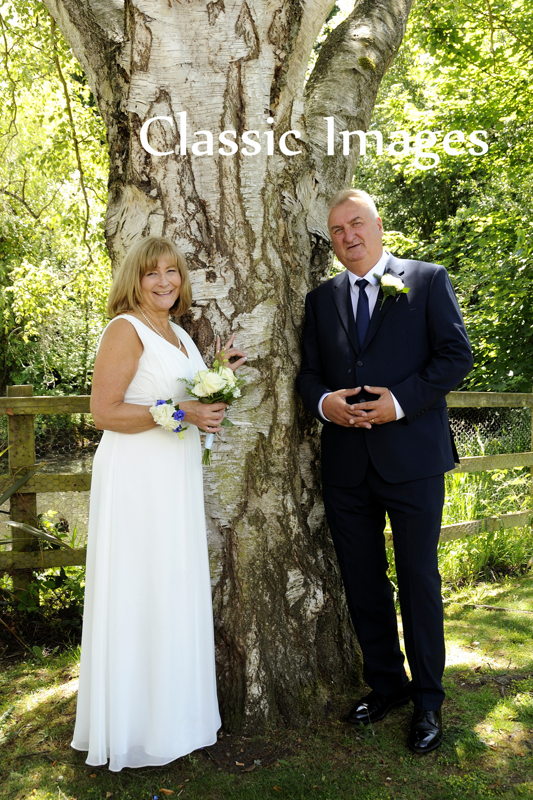 6-interesting-different-fun-romantic-wedding-photos-classic-images-surrey