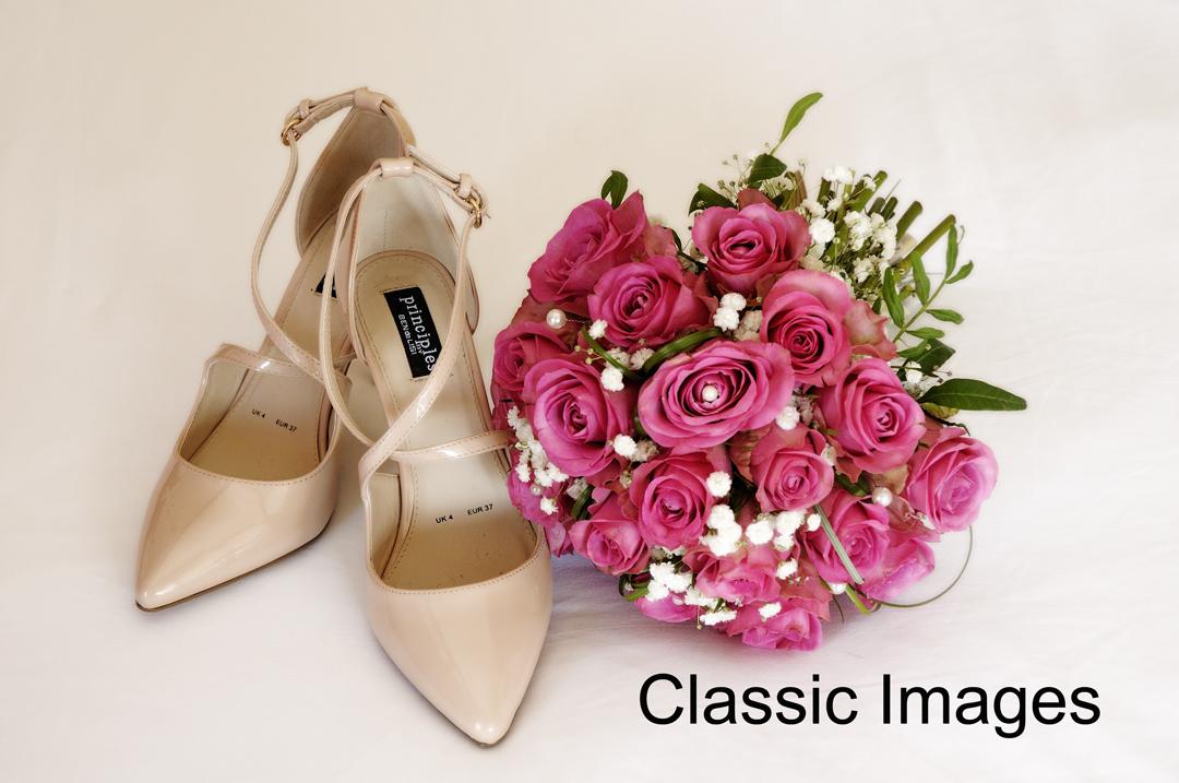 amazing-wonderful artistic-bouquet-shoe-wedding-photo