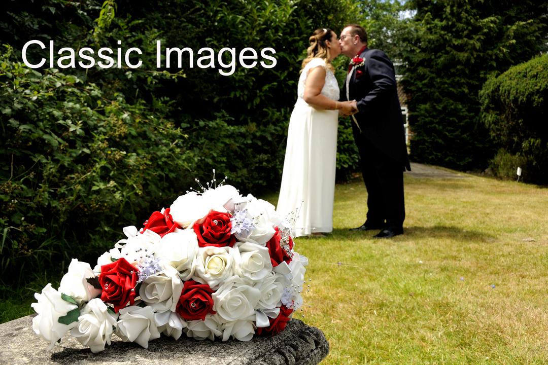 bouquet-wedding-photos-weybridge-register-off-surrey