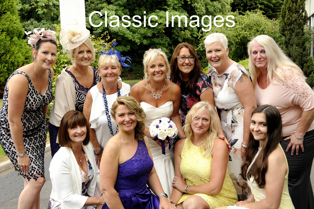 wedding-group-fun-photo-girls