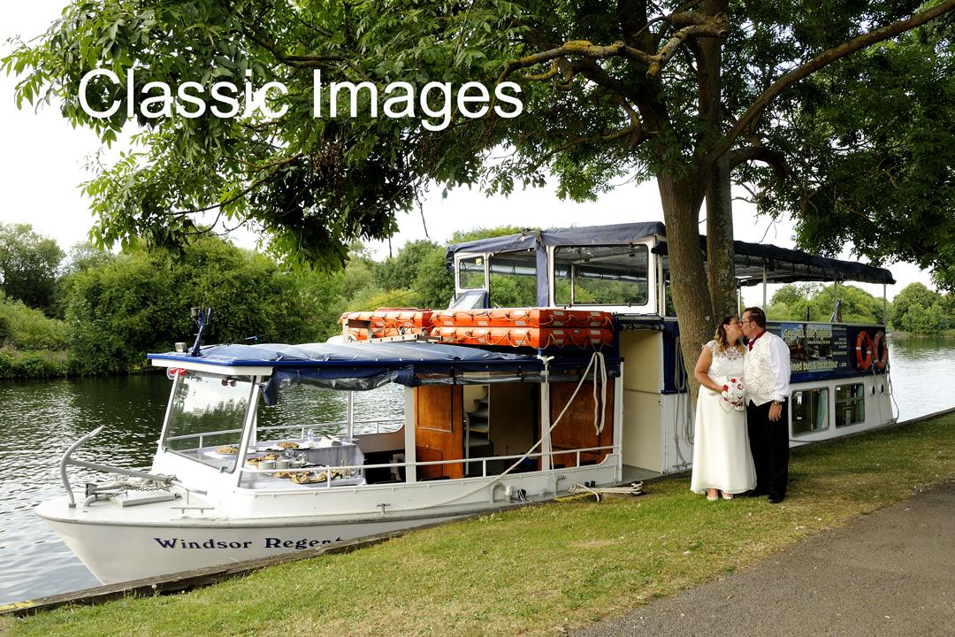 windsor-berkshire-boat-wedding-photography-classic-images-sunbury