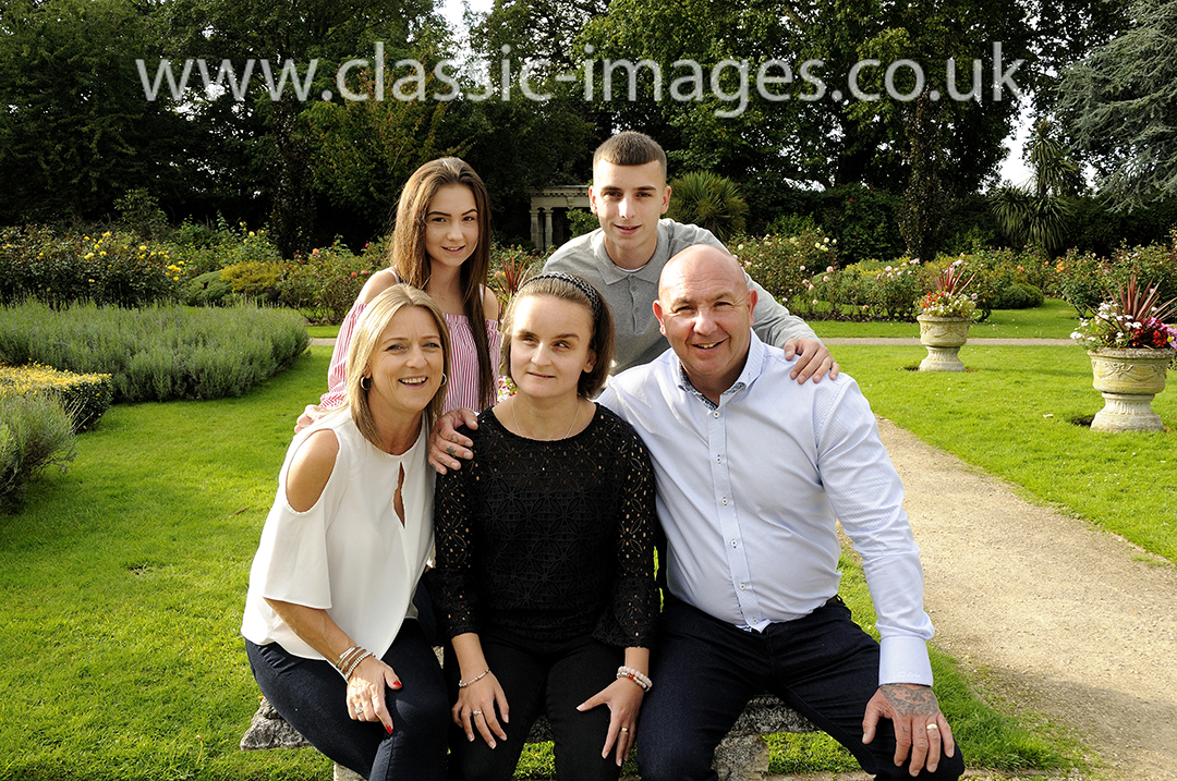 beautiful-creative-family-group-portraits-classic-images-sunbury