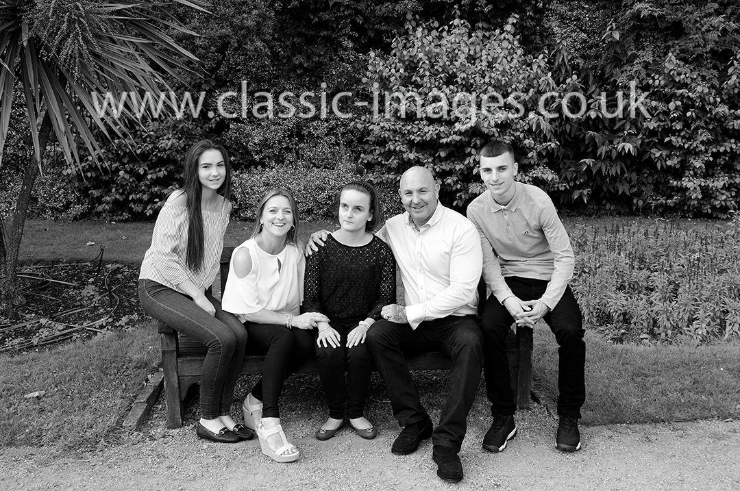 sunbury-walled-gardens-group-portrait-family