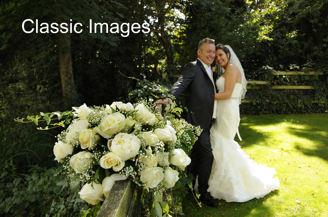 wedding-bride-bouquet-romantic-photo