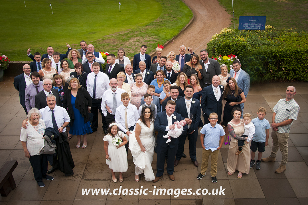 wedding-group-photo-sunbury-golf-club